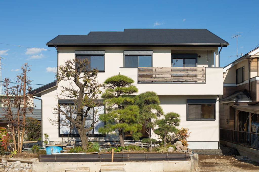 池をのぞむ同居型二世帯の家 (戸塚区H様邸)