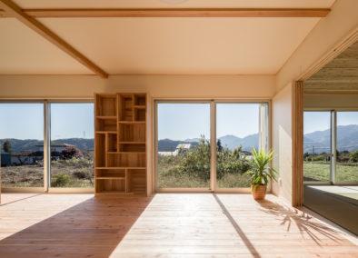 絶景を望む豊かな自然に囲まれた家 (愛甲郡O様邸)