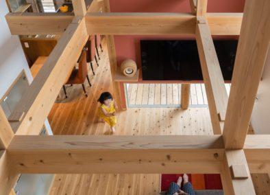 1.5階が玄関のスキップフロアの家 (鶴見区M様邸)
